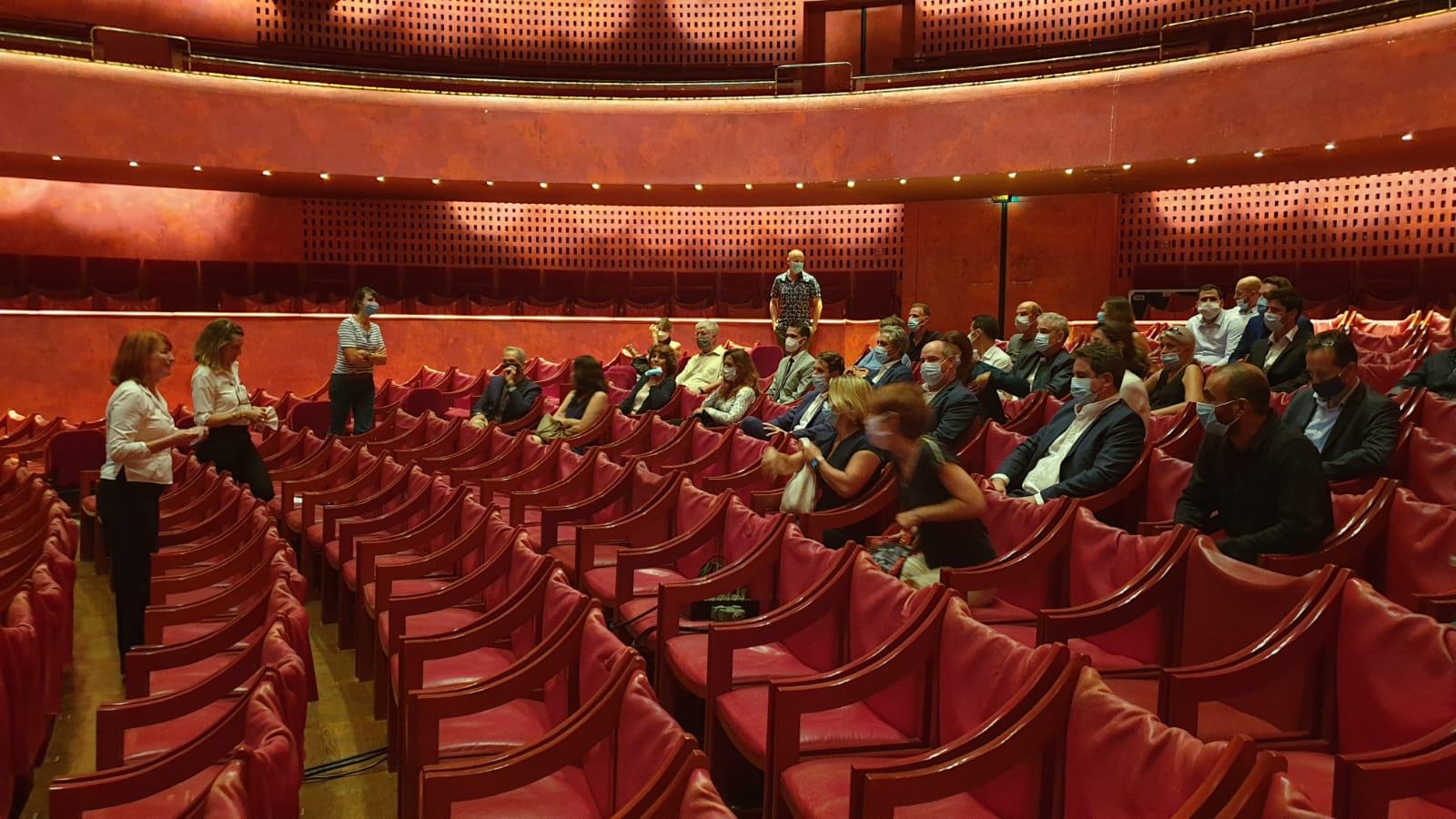 Au théâtre national de Nice, accueillis par sa nouvelle directrice, Muriel Mayette